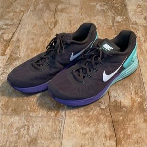 Nike running shoes 10.5